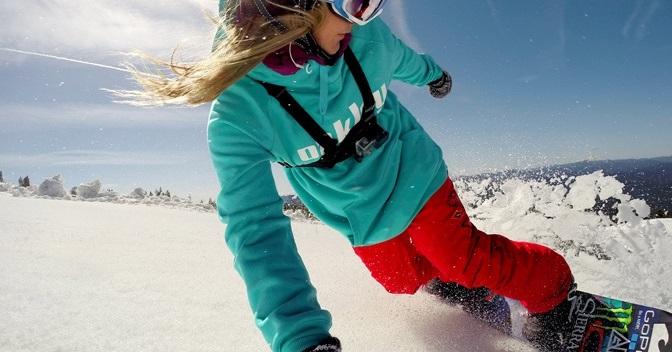 Jamie Anderson fährt Snowboard mit GoPro