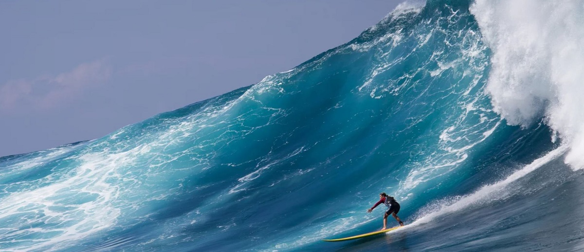 Surferin surft Big Wave in SheChange The Film