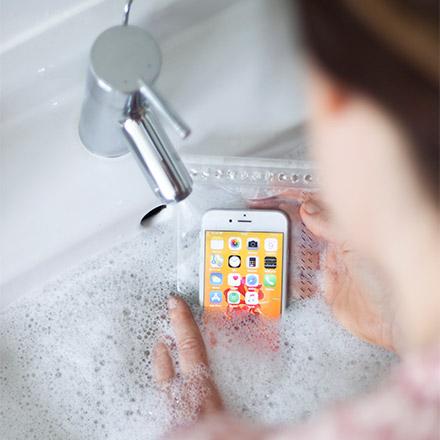 Hermetic Dry Bags schüzten das Smartphone und können einfach mitgewaschen werden