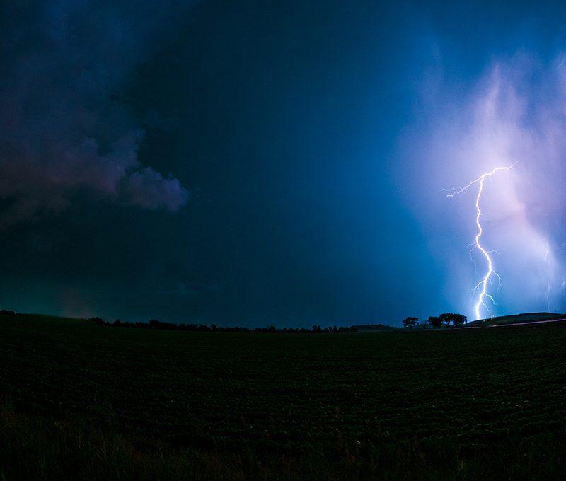 Blitzeinschlag am Nachthimmel mit GoPro aufgenommen