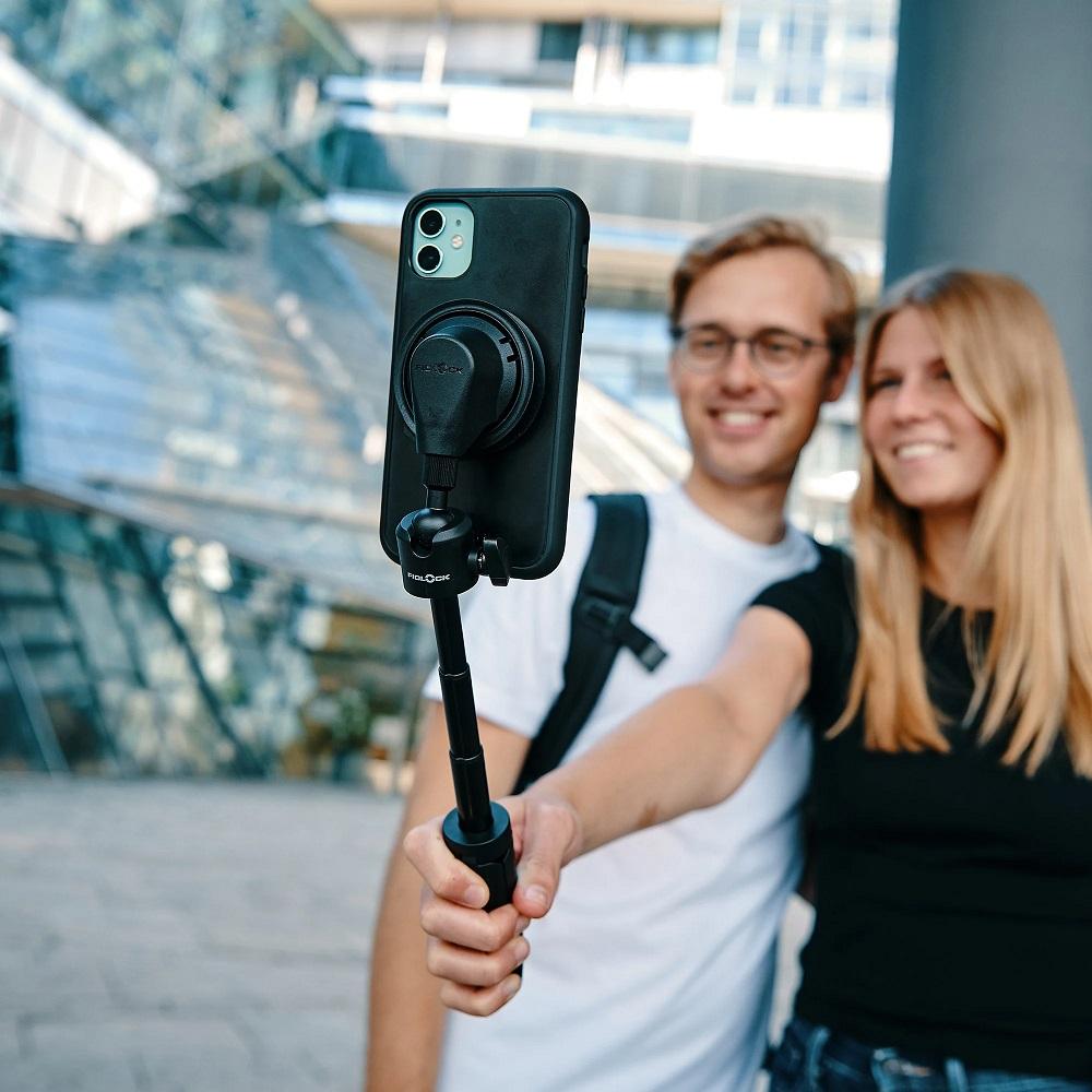 Pärchen-Selfie mit Fidlock Vacuum Mini-Tripod